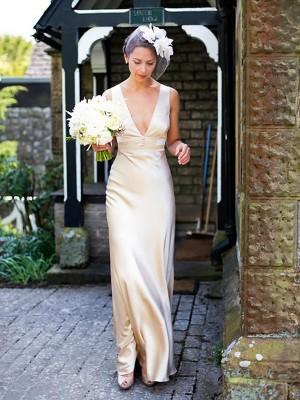 Forme Fourreau Col V Balayage/Pinceau traîne Sans manches Satiné Robe de mariée