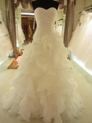 Robe Marquise Amoureux Traîne moyenne Sans manches Organza Robe de mariée avec Volants